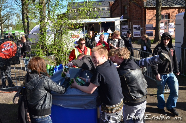 Synchronized Pantti Dumpster Diving @ Steelfest Open Air